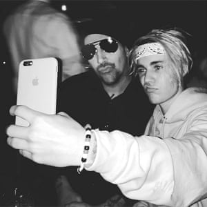 Marilyn Manson and Justin Bieber's selfie moment.