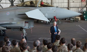 Michael Fallon talks to RAF servicemen