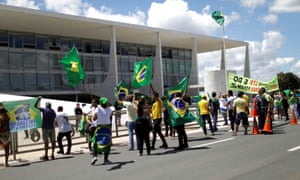 Supporters of Jair Bolsonaro protest against the recommendations for social isolation