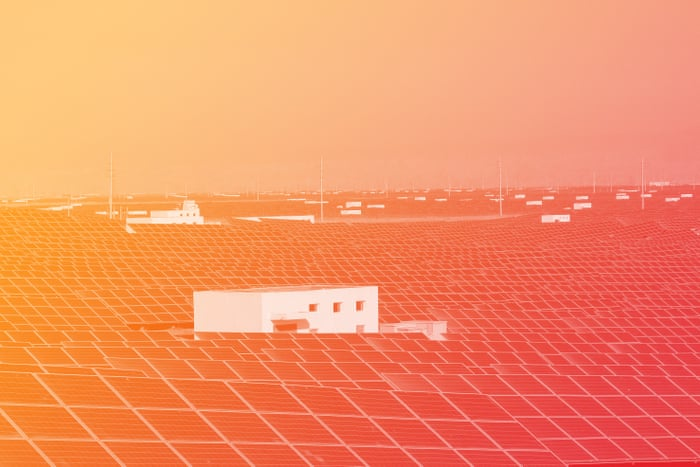 China builds world s biggest solar farm in journey to become green  superpower  GlobalWarning   Environment   The Guardian. China builds world s biggest solar farm in journey to become green