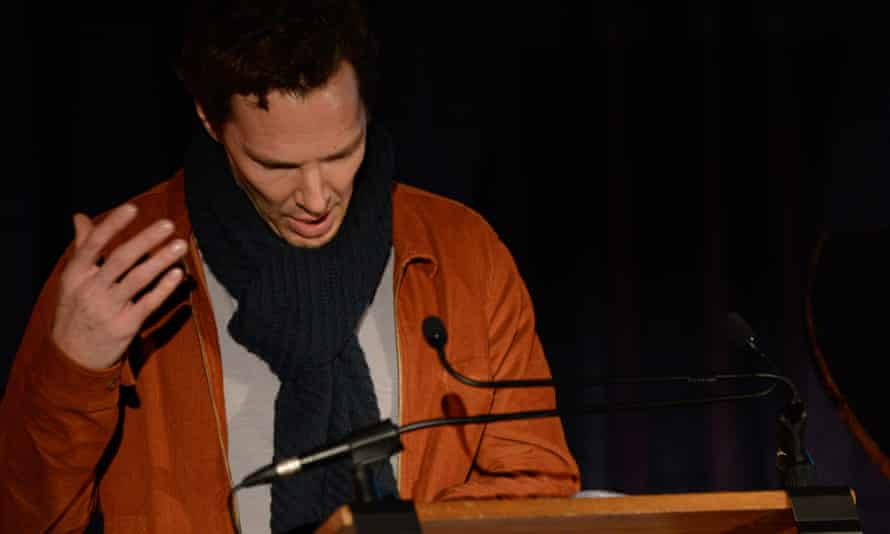 Benedict Cumberbatch reads a letter at HMP Brixton.