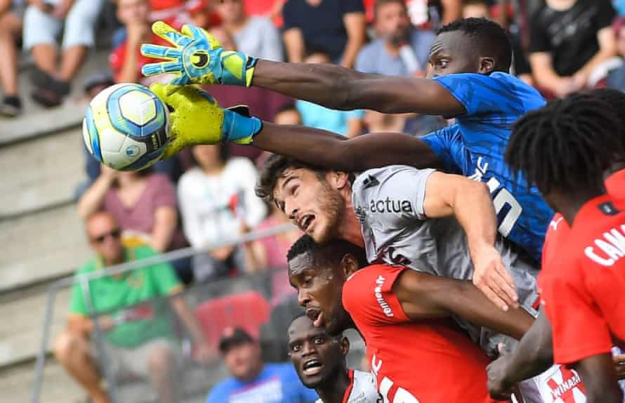 Édouard Mendy in action for Rennes against Nice in September 2019.