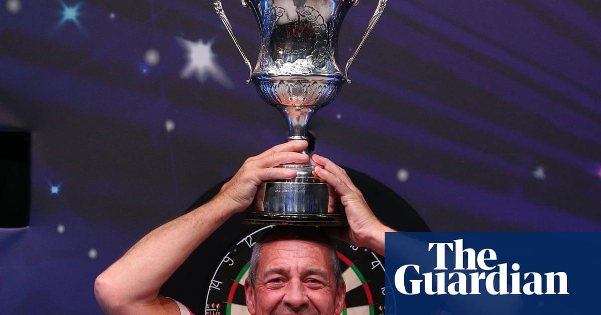 Wayne Warren beats Jim Williams to become oldest BDO world champion
