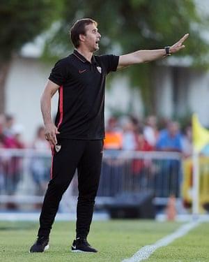 Julen Lopetegui leads Sevilla against Reading.