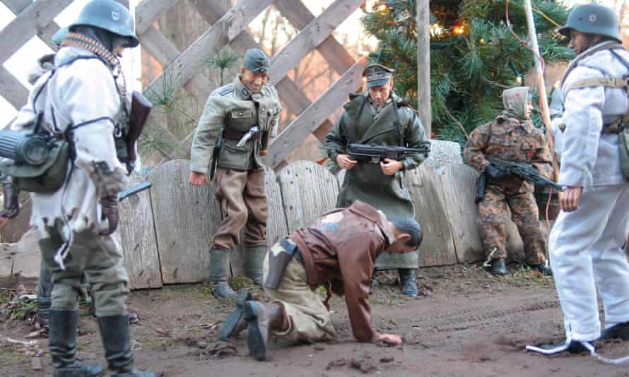 SS men beating up Hogie