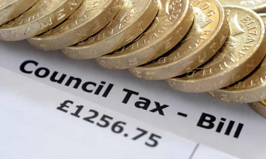 COUNCIL TAX BILL WITH ONE POUND COINS RE HOUSEHOLD INCOMES BILLS BUDGET WAGES GOVERNMENT HOUSE TAX BANDS HOMES WAGES HOUSING UK. Image shot 2016. Exact date unknown.FD7265 COUNCIL TAX BILL WITH ONE POUND COINS RE HOUSEHOLD INCOMES BILLS BUDGET WAGES GOVERNMENT HOUSE TAX BANDS HOMES WAGES HOUSING UK. Image shot 2016. Exact date unknown.