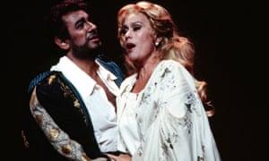Kiri Te Kanawa as Desdemona with Placido Domingo as Othello at the Royal Opera House in 1992.