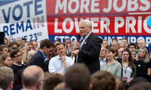 Paddy Ashdown speaking at a remain campaign event, with David Cameron and Caroline Lucas watching on