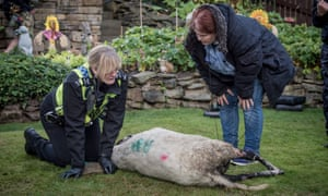 Wainwright with Sarah Lancashire on the set of Happy Valley.