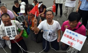Tearful relatives demonstrate outside Malaysia's embassy in Beijing in 2015.