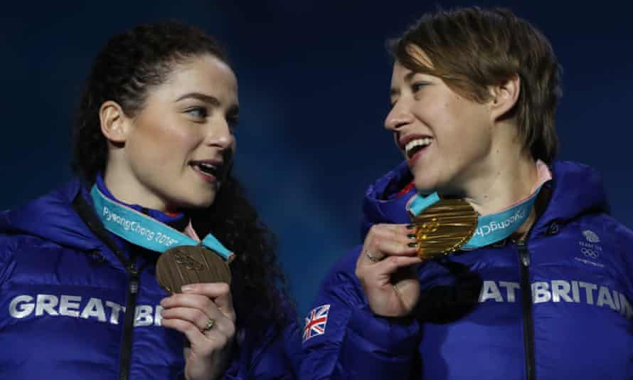 Lizzy Yarnold (right) and Laura Deas with the gold and bronze medals they won respectively in the women's skeleton at Pyeongchang.
