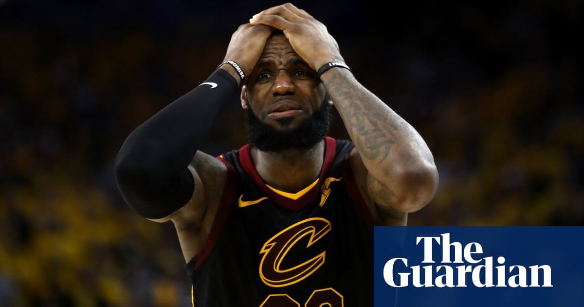 9682c110d51 NBA finals  LeBron s 51 points in vain as Cavaliers blow late chances  against Warriors