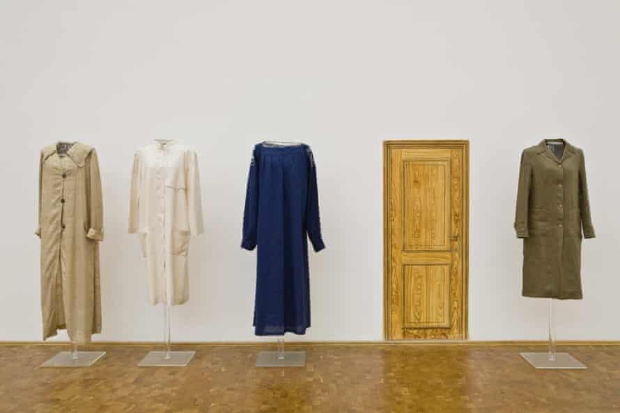 Lucy McKenzie,'s Workcoats, 2010 .