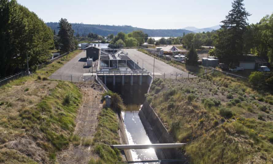 The downstream side of the headgates of a canal fed by Upper Klamath Lake.