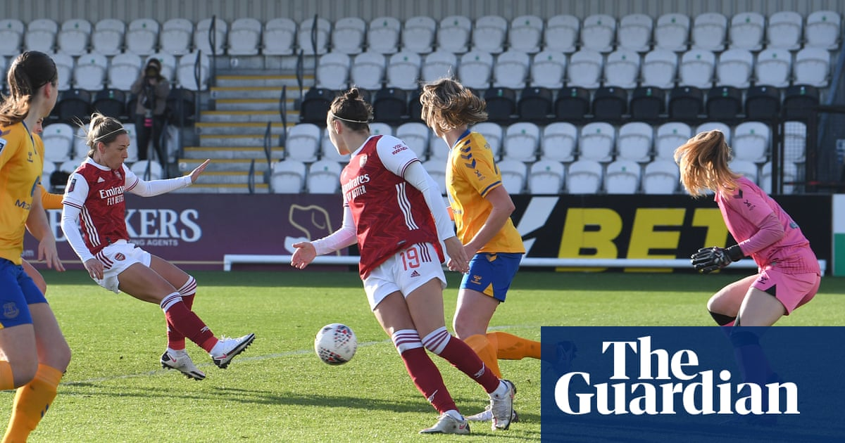 Arsenal go second in WSL after four-goal rout of lacklustre Everton