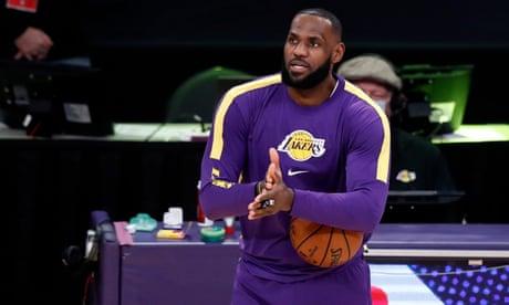 Fans ejected after LeBron James confronts unmasked 'Courtside Karen'