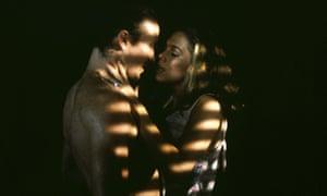William Hurt and Kathleen Hurt in Lawrence Kasdan's Body Heat.