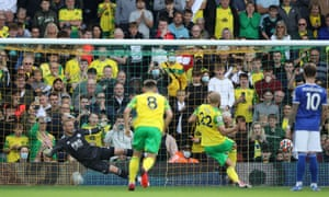 Teemu Pukki sends Leicester City keeper Kasper Schmeichel the wrong way as he equalises from the penalty spot.