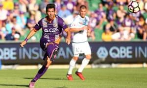 Milan Smiljanic of Perth Glory crosses the ball