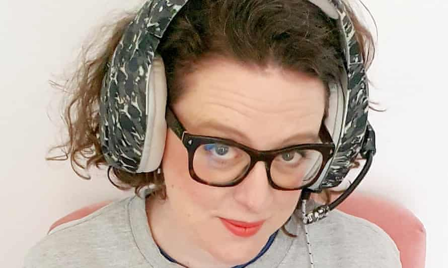 Ellie Gibson livestreams her PS5 games on Twitch.