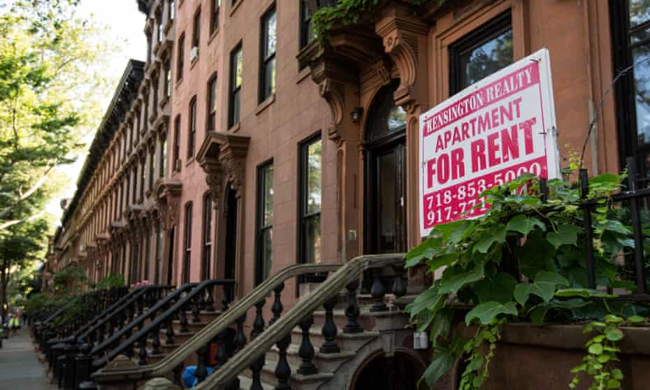 A sign advertises an apartment for rent in Brooklyn