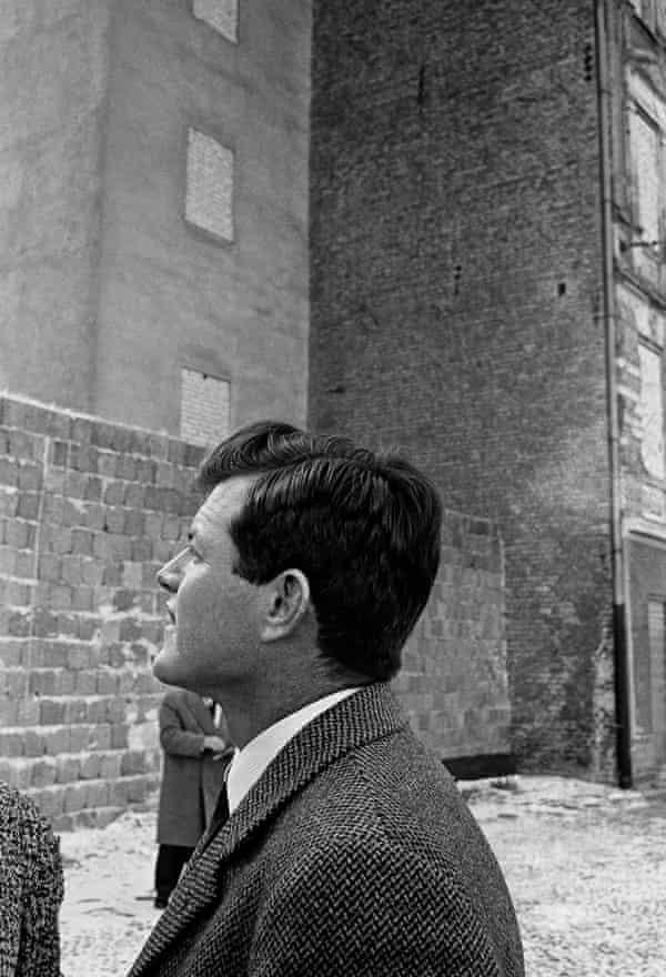 Edward Kennedy inspect the Berlin Wall at Bernauer Street in 1962.