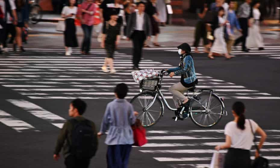 People at an intersection in Tokyo's Ginza district