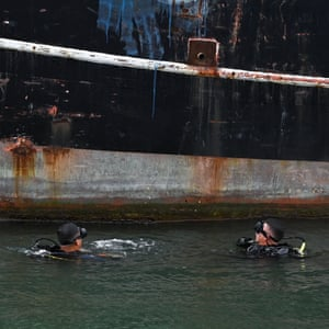 Divers from the Task Force against Drug Trafficking