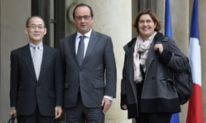 French president Francois Hollande (centre) poses with the new IPCC chairman Hoesung Lee (left), and Valerie Masson Delmotte, climate scientist and co-president of the IPCC's climate working group.