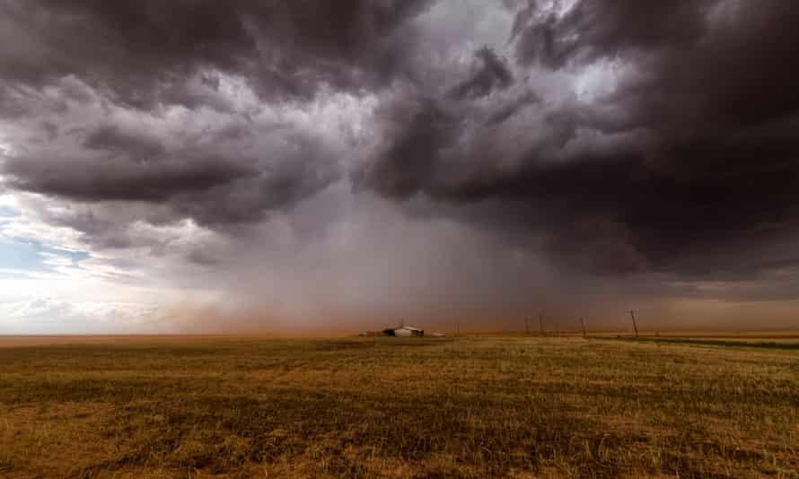 A thunderstorm over an isolated Texas house