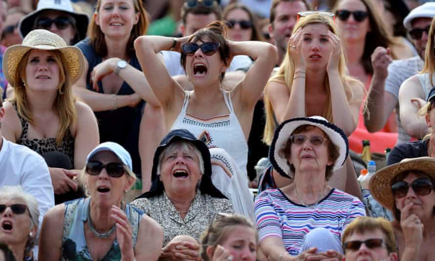 Wimbledon crowd reacting with disappointment