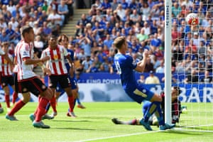 Jamie Vardy, out of shot, puts Leicester ahead.