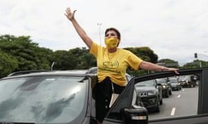 Pengemudi di Sao Paulo memprotes Presiden Brasil Jair Bolsonaro.