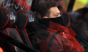 Mesut Özil on Arsenal's bench at Bournemouth last Sunday. Whether he warms it again for the north London derby this Sunday is a pressing question for Unai Emery.