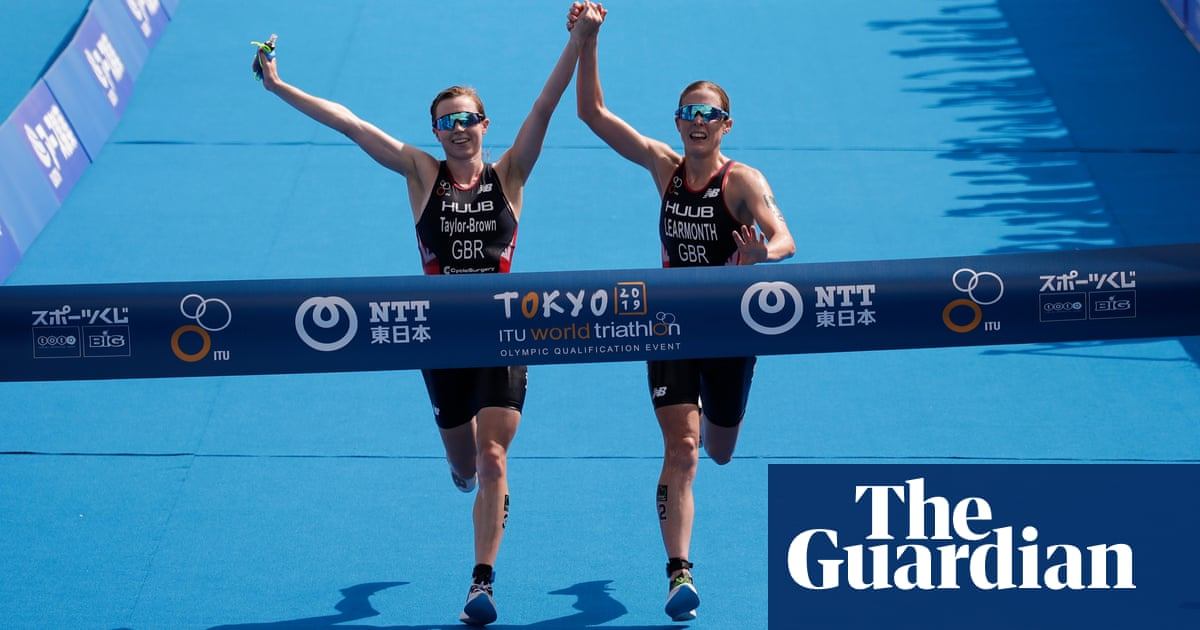 Winning British triathletes disqualified after crossing line hand-in-hand