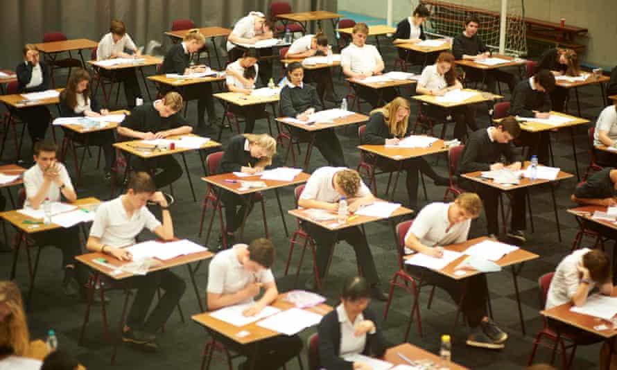 امتحانات راه حل مسائل دانش آموزان نیست.
