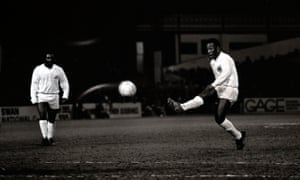 Sport, Football, 12th March, 1973, Pele kicks off at the start of his Brazilian club Santos, friendly against Fulham at Craven Cottage (Photo by Popperfoto/Getty Images)