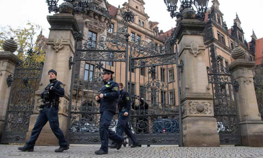 Police at the royal palace in Dresden
