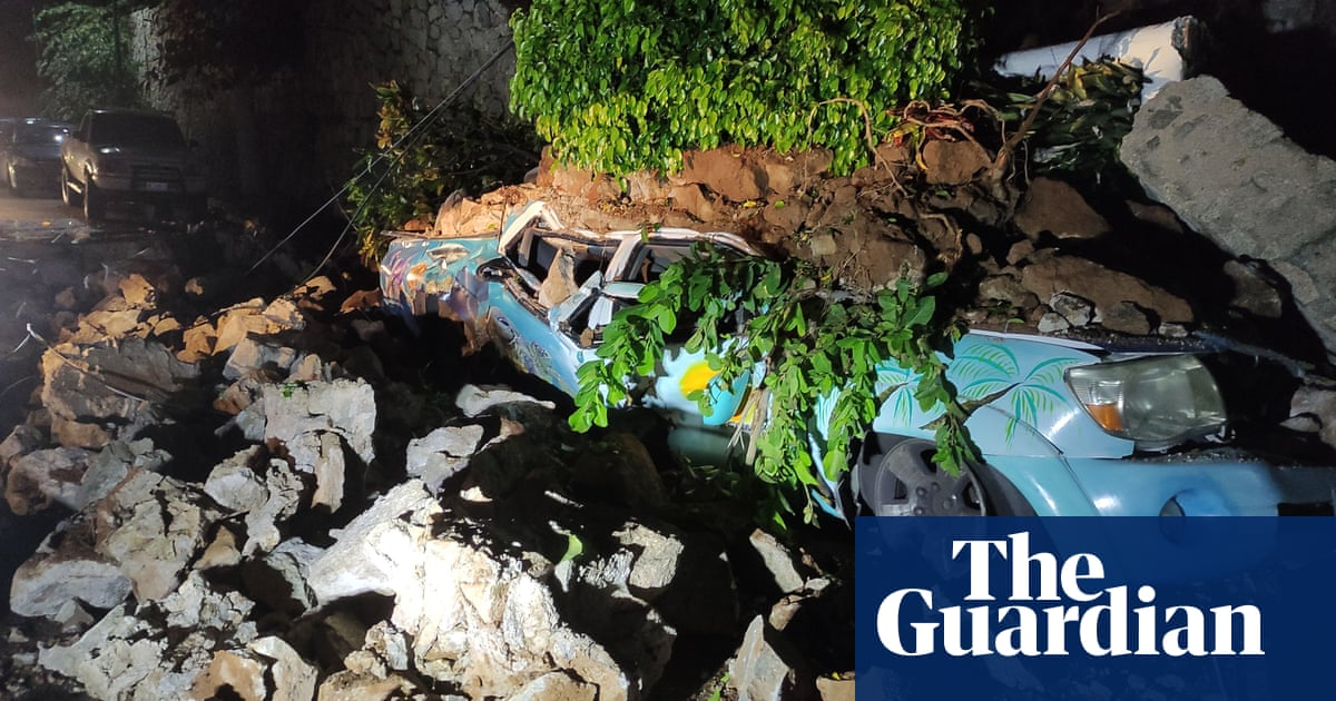 Mexico hit by powerful 7.0-magnitude earthquake – video