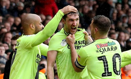 Sheffield United's Chris Basham downs Leeds and Casilla sees late red
