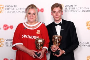 Daisy May Cooper, in a Swindon shirt, and Charlie Cooper at the Baftas in 2018.