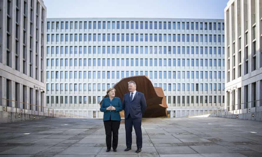Angela Merkel and Bruno Kahl, the president of the BND