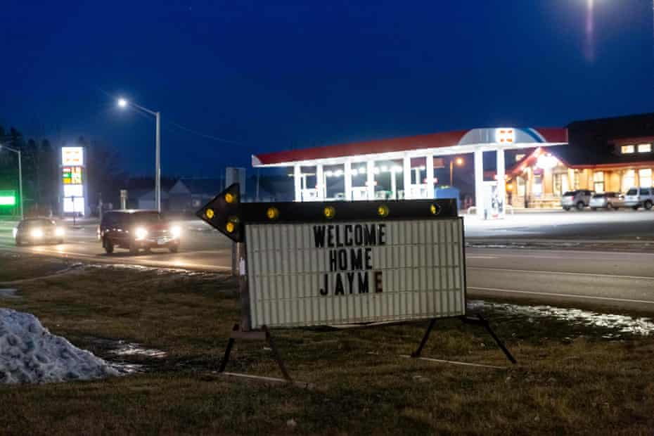 A sign displayed in Barron, Wisconsin, after Jayme was found.