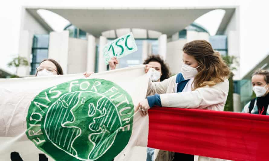 Fridays for Future activists in front of the chancellery in Berlin in May