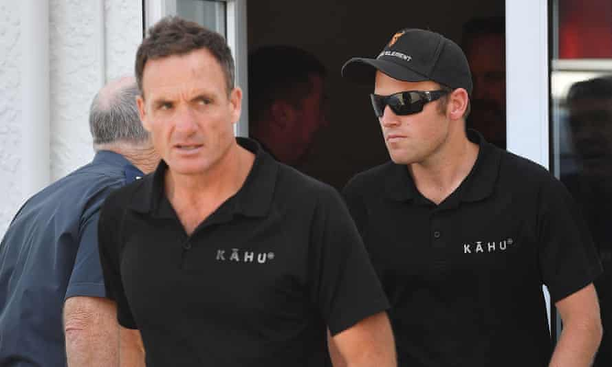 Kahu helicopter pilots Mark Law (left) and Tom Storey.