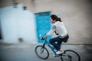 Mariam, 22, from Ettadhamen