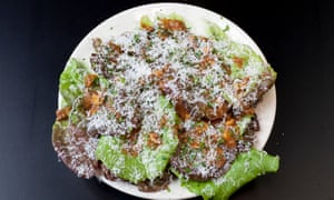 Lettuce with hazelnuts