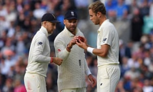 Joe Root, Jimmy Anderson and Stuart Broad of England inspect the ball during the fifth Test.