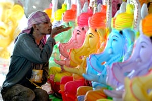 Artist decorating Ganesh statues