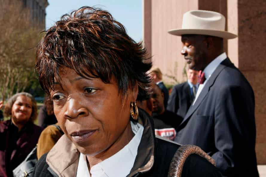 Sandra Reed outside the Texas court of criminal appeals after an appeal in the conviction and death sentence of her son, Rodney Reed, in 2008.